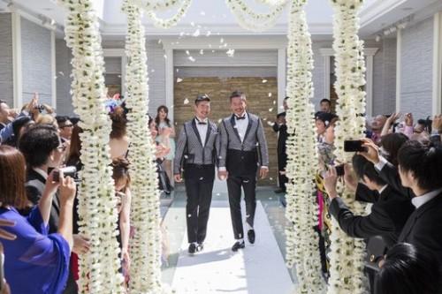 2014年6月 東京・青山で結婚式を挙げた男性カップル(出典元:HUFFPOST LIFESTYLE JAPAN)